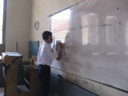 Siswa dibimbing aktif di kelas