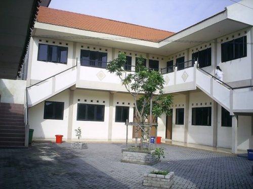 Ruang kelas SMP Negeri 2 Surabaya yang nyaman