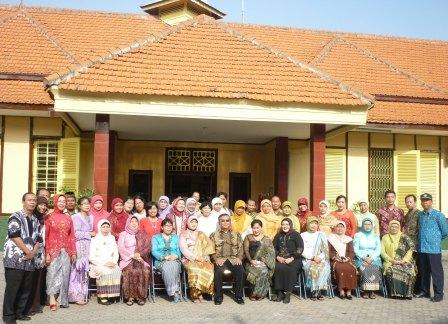 Guru-guru Spendabaya saat Hari Kartini